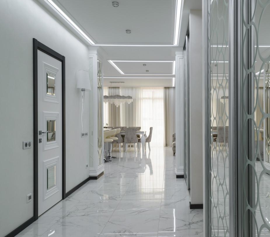 Стальная дверь Аргус с панелью Алла. Багет, зеркальные вставки с фацетом